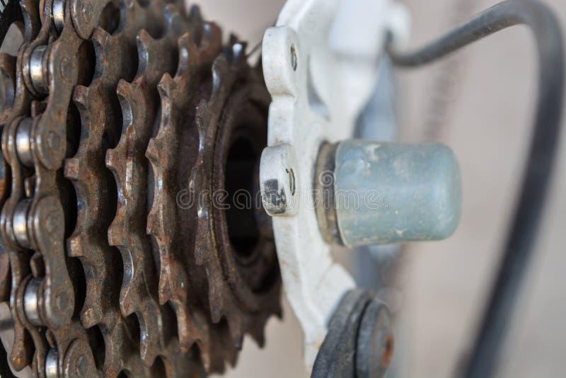 inställda kugghjul för cykelchainringscloseup arkivfoto