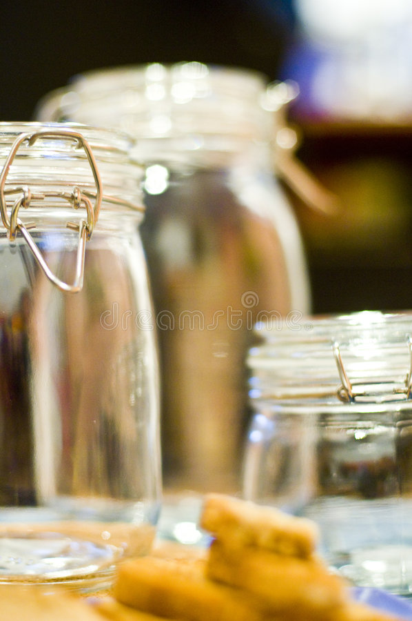 inställda tomma glass jars royaltyfri foto