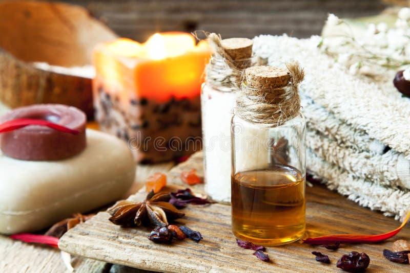 Inställning för nödvändiga oljor Aromatherapy.Spa royaltyfri foto