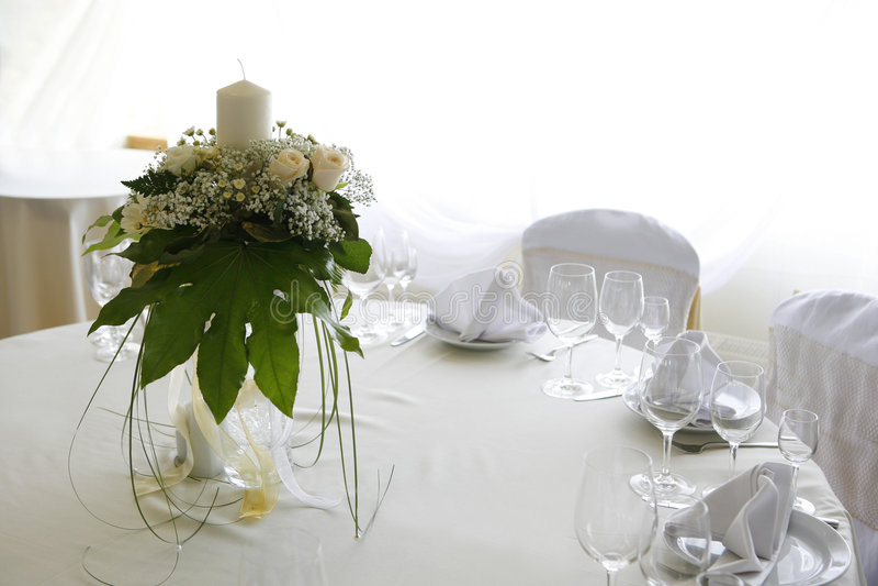 inställningstabellbröllop arkivbilder