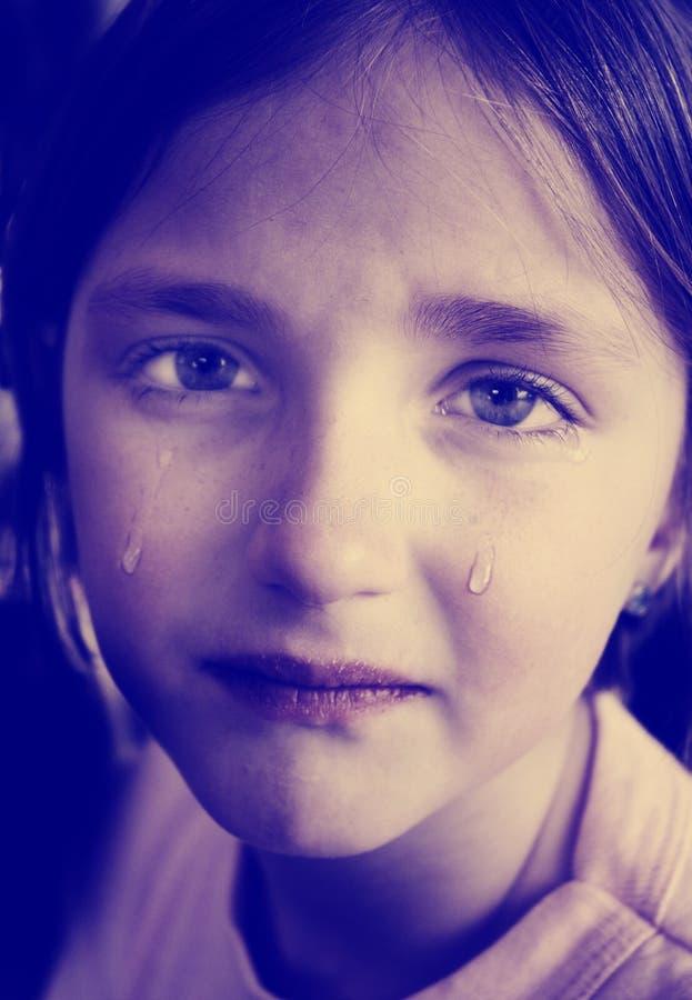Instagram mała dziewczynka płacz z łza puszka Tocznymi policzkami zdjęcie royalty free
