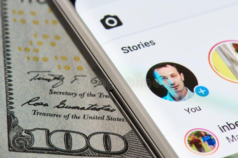 Instagram opowieść na smartphone obrazy royalty free