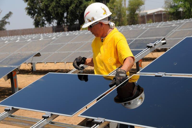 A instalação 2 do painel solar fotografia de stock