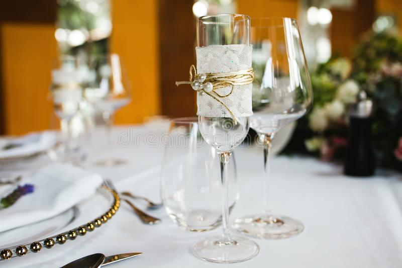 Instalação da tabela, tabela do convidado do casamento, disposição da recepção foto de stock