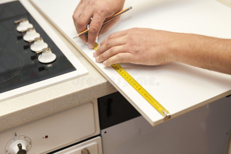 A instalação das peças da cozinha fotografia de stock