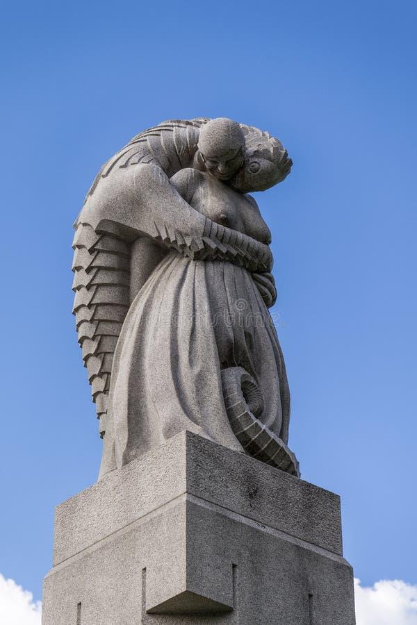 A instalação de Vigeland no parque de Frogner, Oslo 212 esculturas em torno do parque todas foram projetadas pelo artista Gustav  foto de stock royalty free