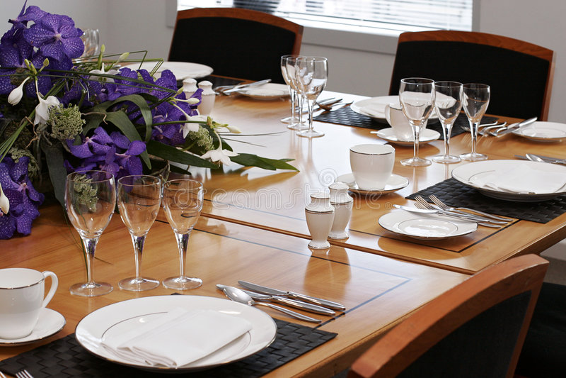 Instalação formal da tabela de jantar imagens de stock