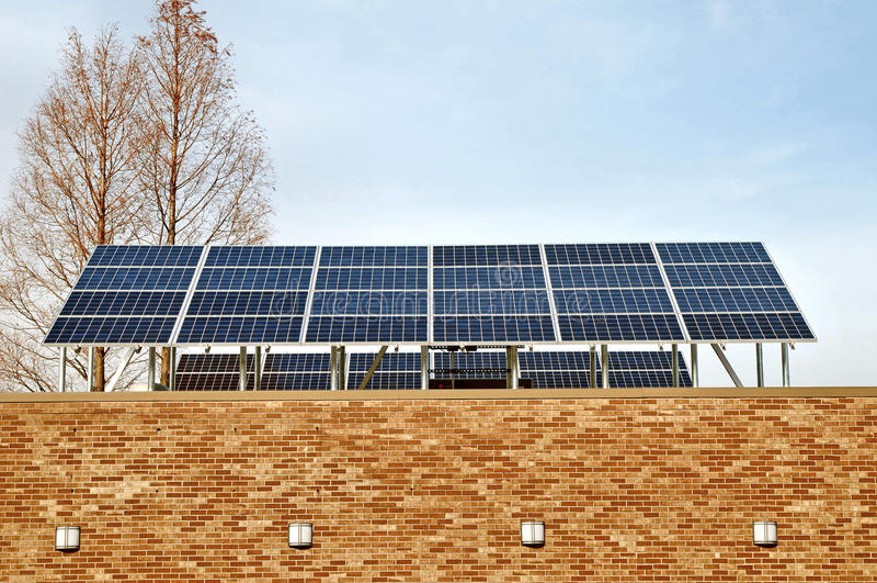 A instalação múltipla da disposição do painel solar fotografia de stock royalty free