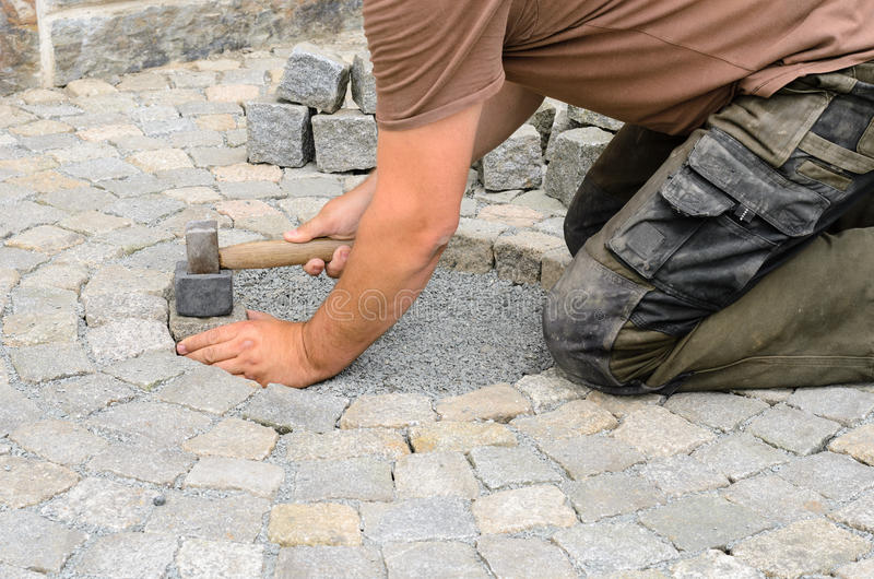 Instalación de bloques de la piedra imagenes de archivo