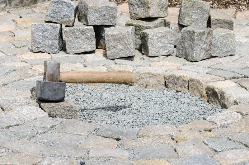 Instalación de bloques de la piedra imagen de archivo libre de regalías