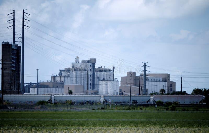 Instalación de producción industrial del arroz fotos de archivo