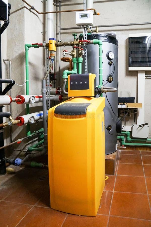 Instalación de tratamiento del agua potable para los edificios residenciales fotos de archivo