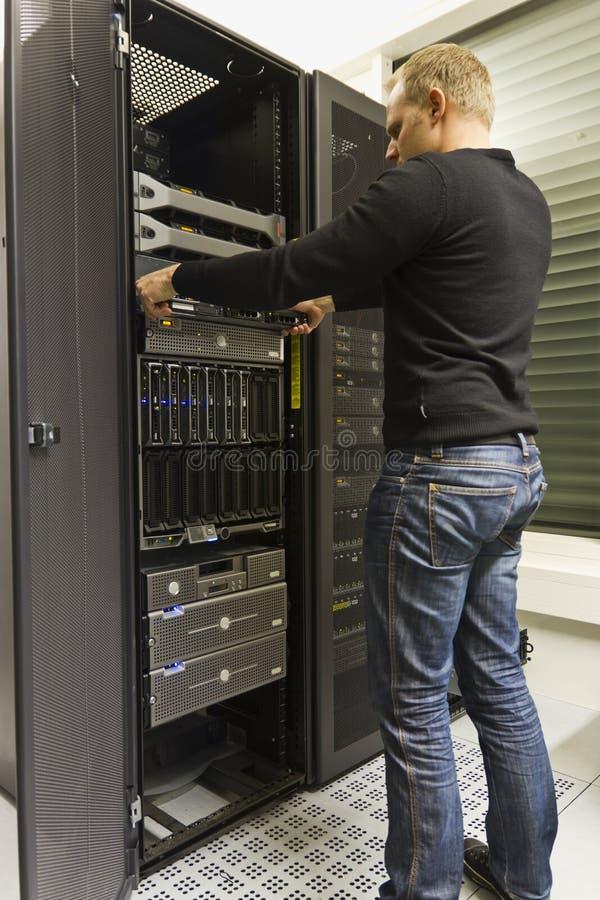 Instalación del servidor del estante fotos de archivo libres de regalías