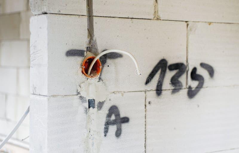 Instalación eléctrica en nueva casa foto de archivo libre de regalías