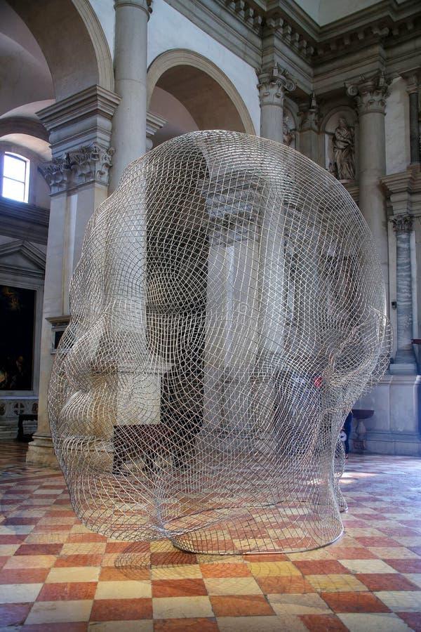 Instalación escultural de Jaume Plensa durante Venecia Art Bienna fotografía de archivo