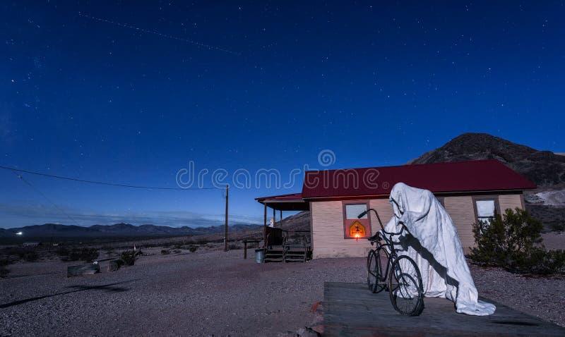 Instalación espeluznante de la escultura del fantasma en la riolita, Nevada fotografía de archivo libre de regalías