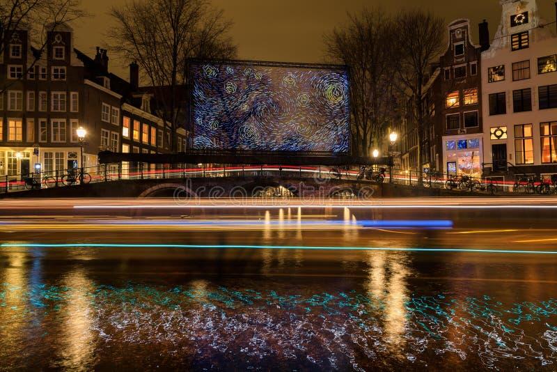 Instalación ligera bajo la forma de pintura grande de Van Gogh imagen de archivo