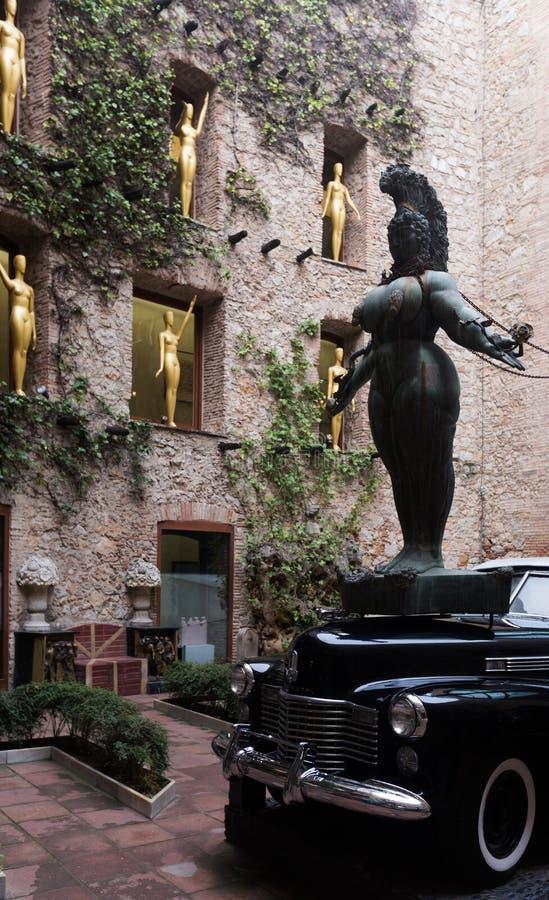Instalaciones del patio en Dali Theatre y el museo, España imagenes de archivo