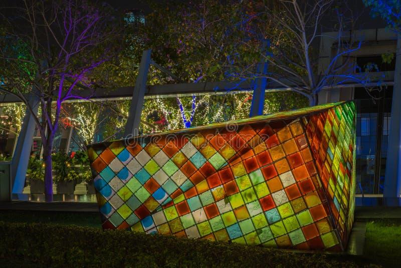 Instalaciones ligeras en un parque en Hong Kong en la noche foto de archivo