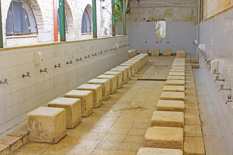 Instalaciones públicas severas del servicio en la bóveda islámica de la roca fotos de archivo