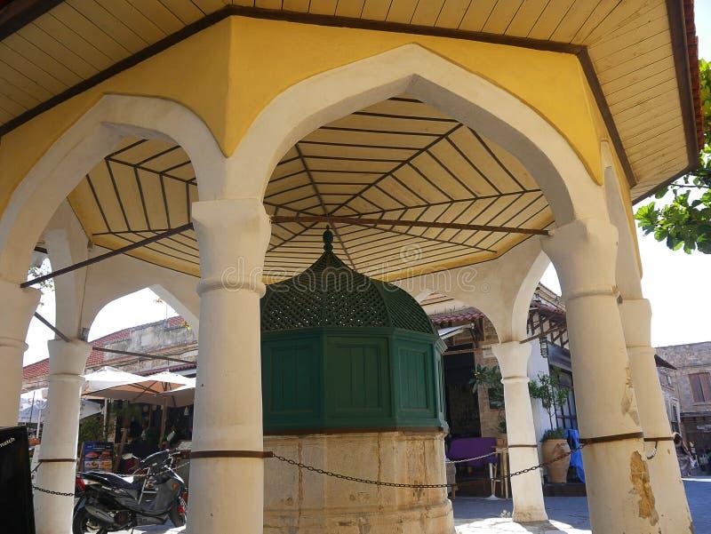 Instalaciones que se lavan rituales en la mezquita de Sulieman en la ciudad vieja de Rodas imagen de archivo libre de regalías