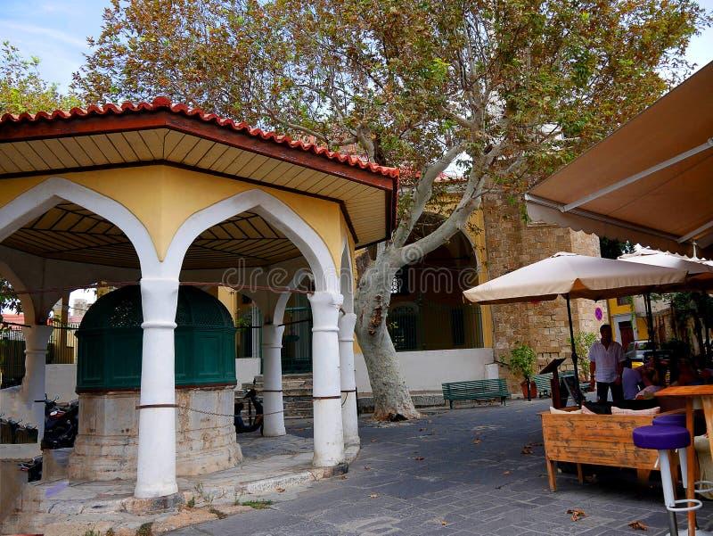 Instalaciones que se lavan rituales en la mezquita de Sulieman en la ciudad vieja de Rodas foto de archivo libre de regalías