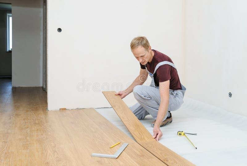 Instalacja laminata floorboard zdjęcia stock