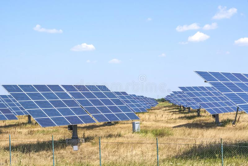 Instalacja panel słoneczny dla produkci naturalna energia słoneczna fotografia stock