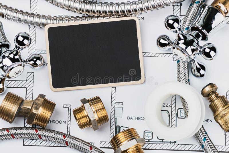 Instalacja wodnokanalizacyjna i blackboard dla teksta obraz stock
