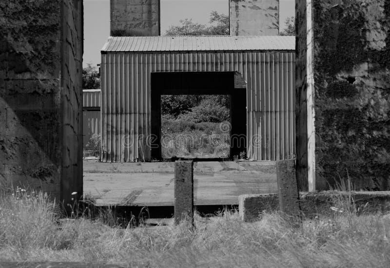 Instalador de suspensión de blíster abandonado con mejora de escala gris fotografía de archivo libre de regalías