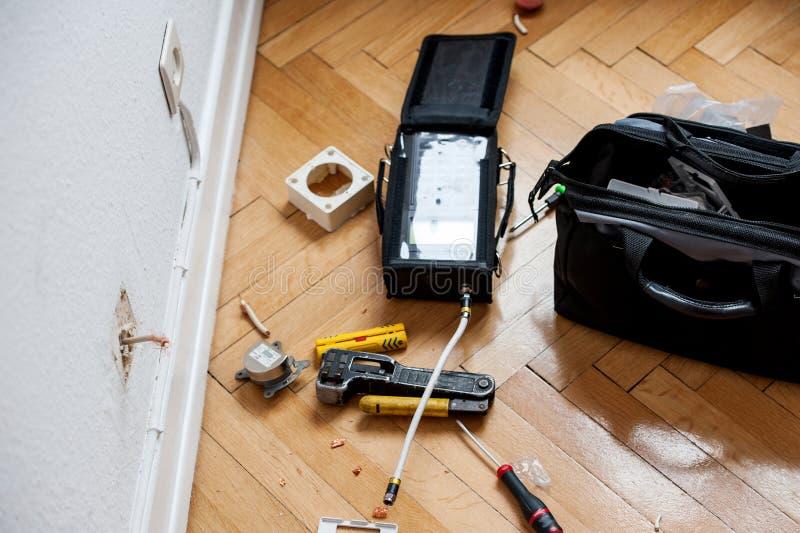 Instalation de la fibra óptica fotos de archivo