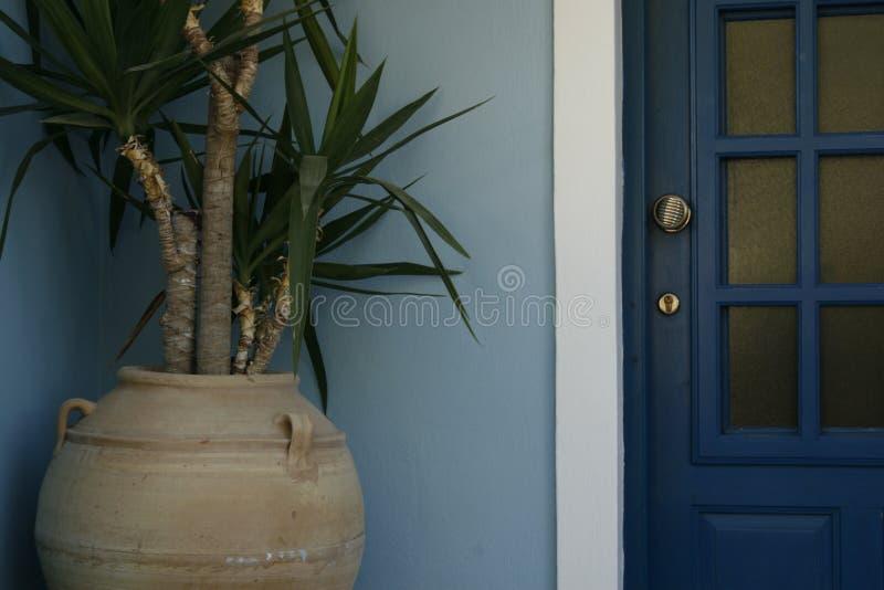 Installatie door de deur stock afbeeldingen