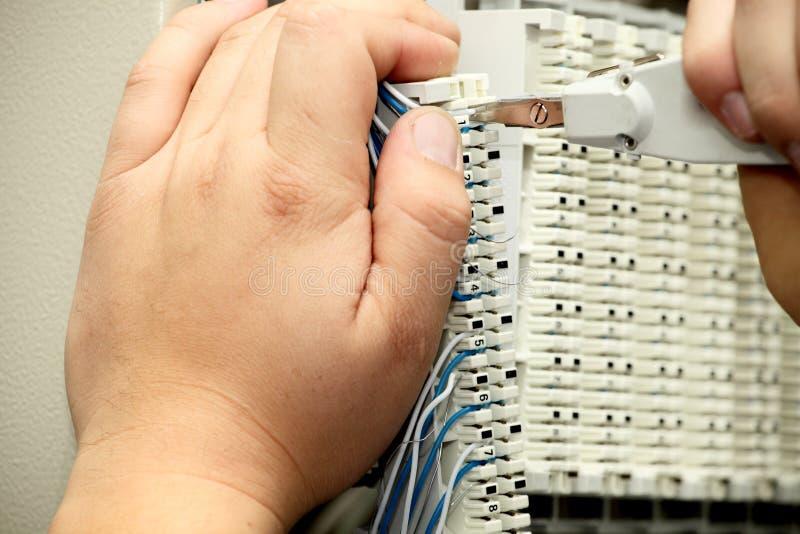 Installatie een kabel van mededeling royalty-vrije stock foto's