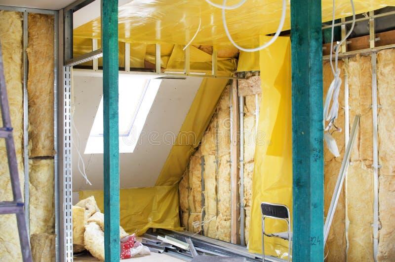 Installatie van drywall bouw en hun isolatie royalty-vrije stock foto's