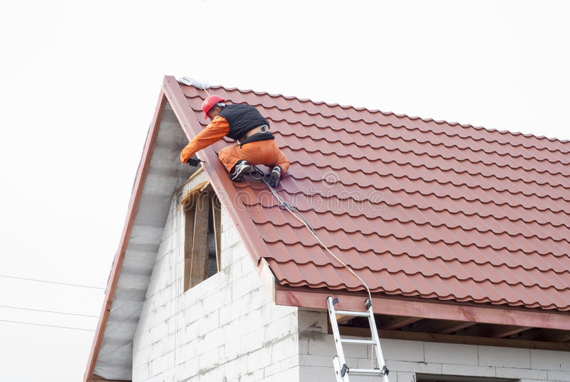 Installatie van een dak royalty-vrije stock foto's
