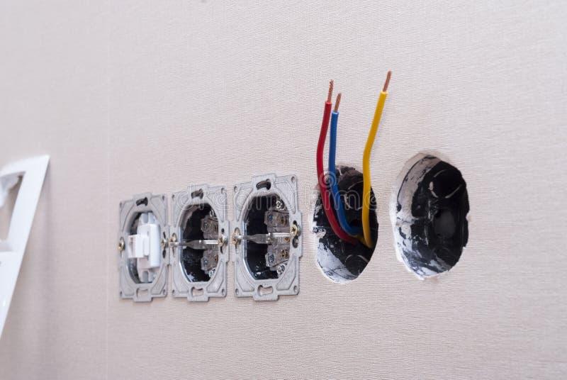 Installatie van elektroafzet royalty-vrije stock afbeelding