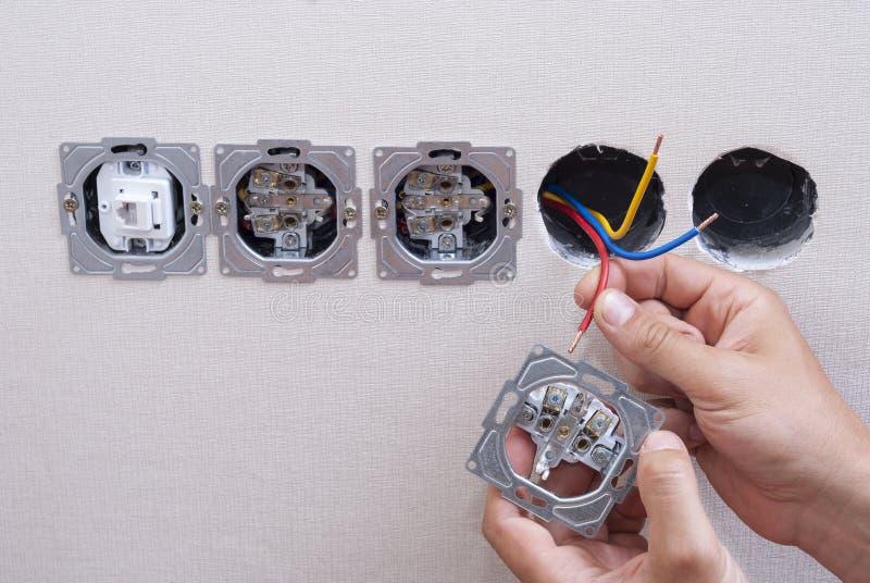 Installatie van elektrocontactdozen royalty-vrije stock foto