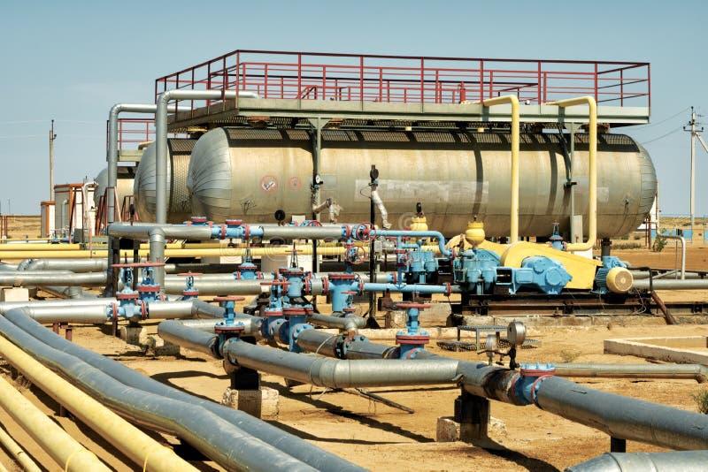 Installatie van het pompen van olie. royalty-vrije stock afbeelding