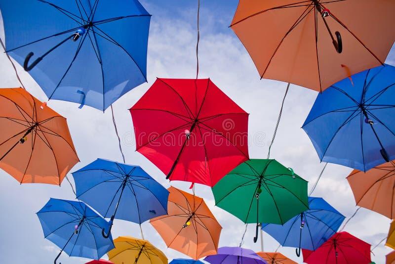 Installatie van multicolored paraplu's in het park van de stad van Astana, Kazachstan royalty-vrije stock foto's