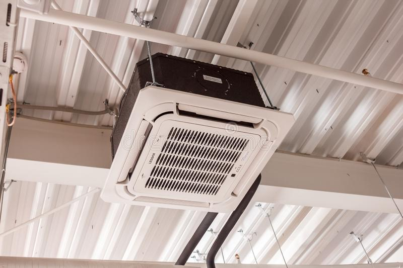 Installation of air conditioning system. RUSSIA, Nizhniy Novgorod - mart 29, 2017: installation of air conditioning system under the ceiling in a large stock photos