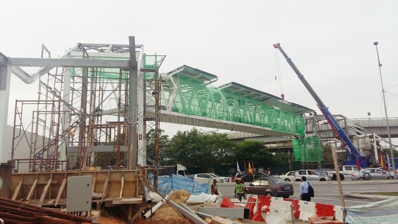 Installation av den nya bron royaltyfri foto