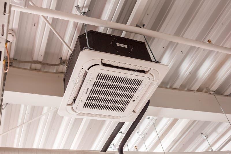 Installation av det betingande systemet för luft arkivfoton