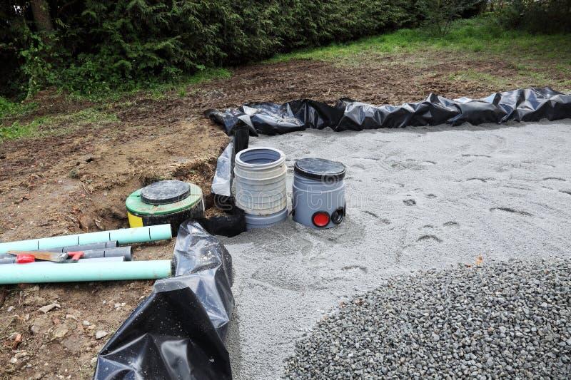 Installation d'un filtre de sable pour des eaux d'égout image stock