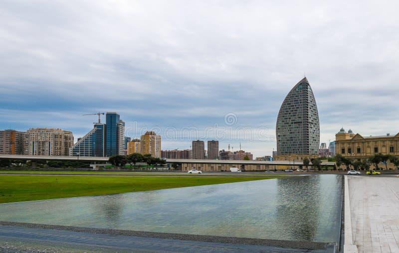 Installation de l'eau en parc, ville de Bakou images libres de droits