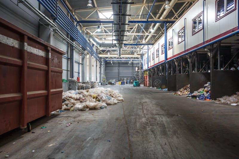 Installation de transformation moderne de recyclage des d?chets R?cup?ration de place distincte R?utilisation et stockage des d?c photos stock