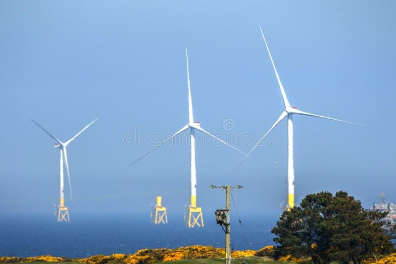 Installation de turbines de vent Aberdeen, Ecosse, R-U images stock