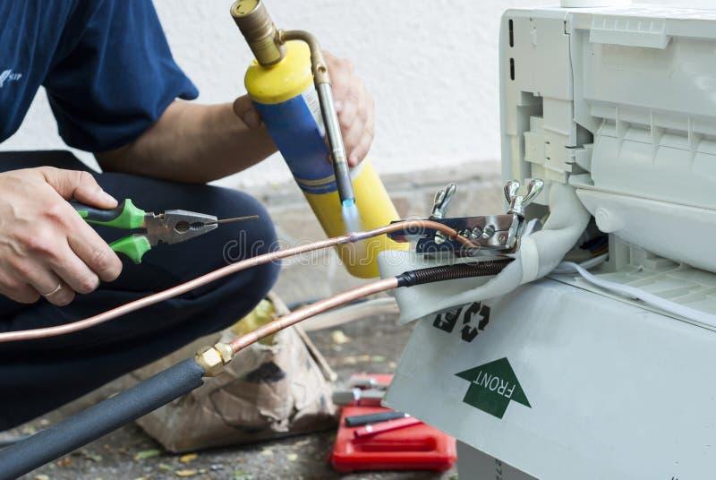 Installation Der Klimaanlage Stockfoto - Bild von elektrisch ...