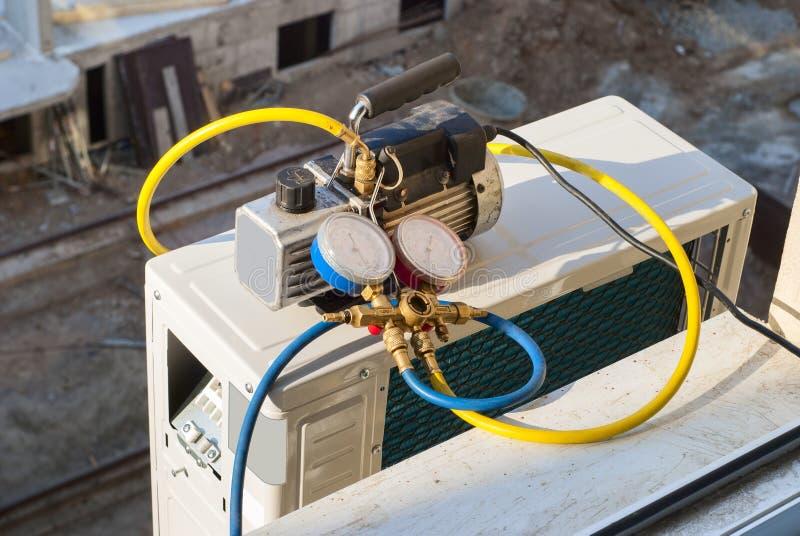 Installation Der Klimaanlage Stockbild - Bild von elektrisch ...