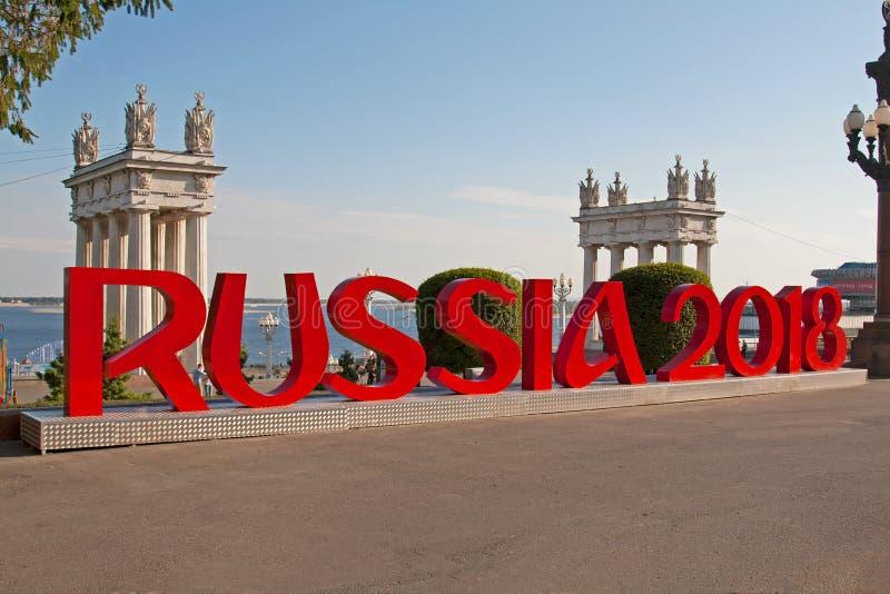 Installation des Aufschrift ` Russland-` 2018 brachte an der zentralen Promenade von Wolgograd an, die Fußball-Weltmeisterschaft  lizenzfreies stockfoto