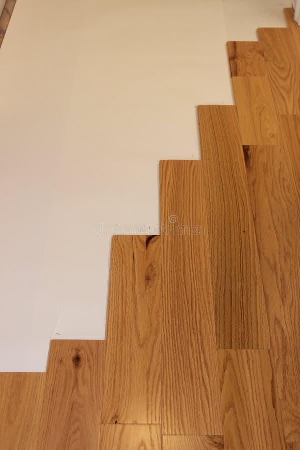 Installation du bois de plancher photo stock